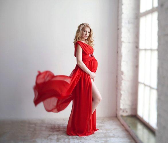 Фотосессии беременных в платьях