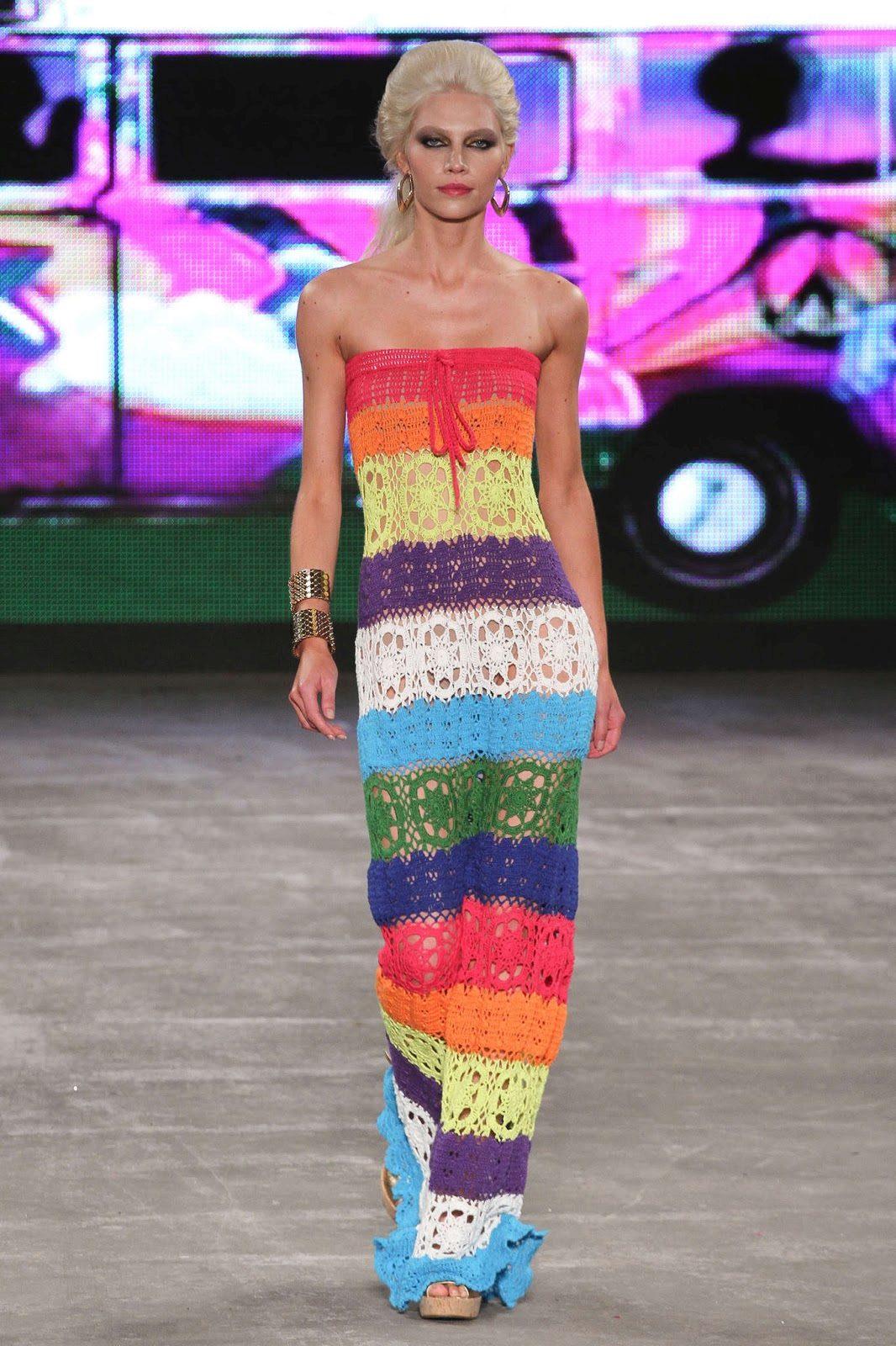 Вязание крючком летнего платья с принтом из мотивов