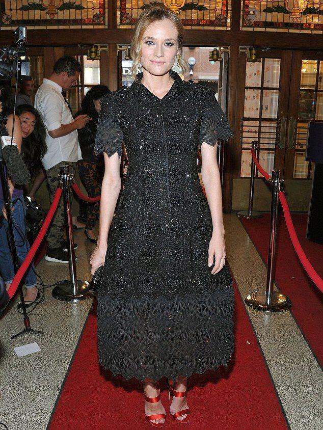 Платье с юбкой колокол