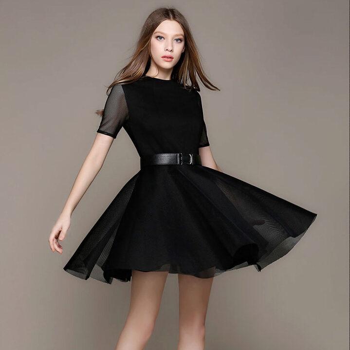 Черное платье с юбкой с цветами