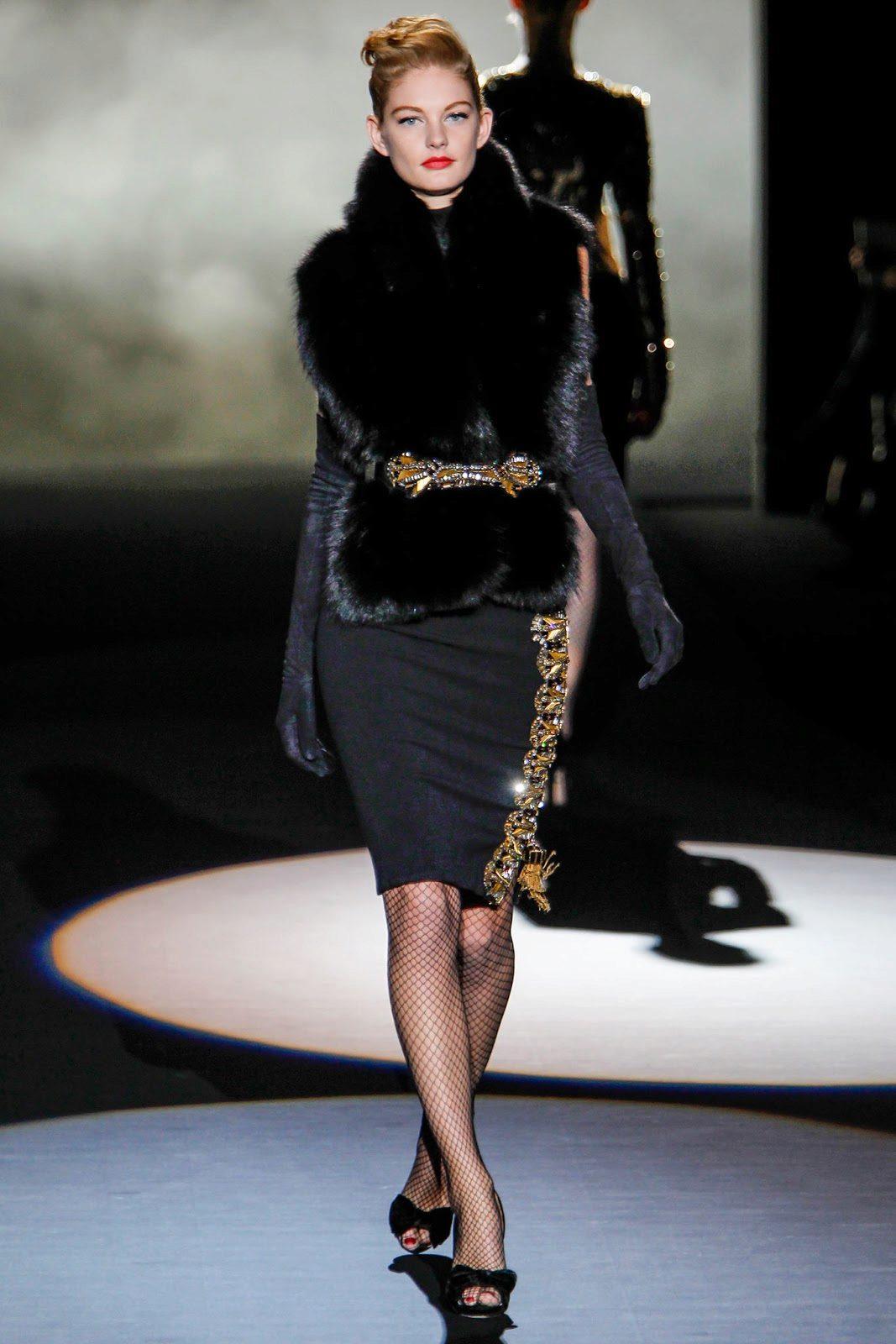 Универсальное черное платье-футляр