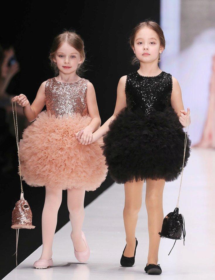 Платье с пайетками для девочки сшить 9