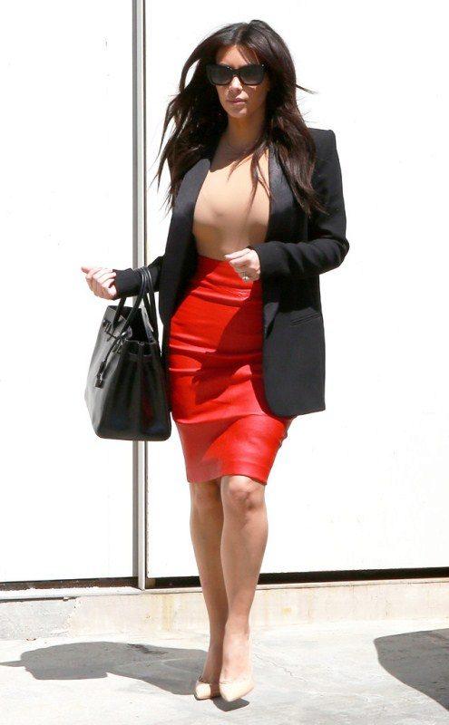 Красная юбка кожа