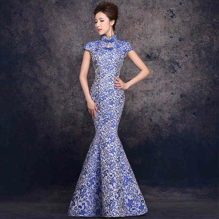 Платье из парчи вечернее