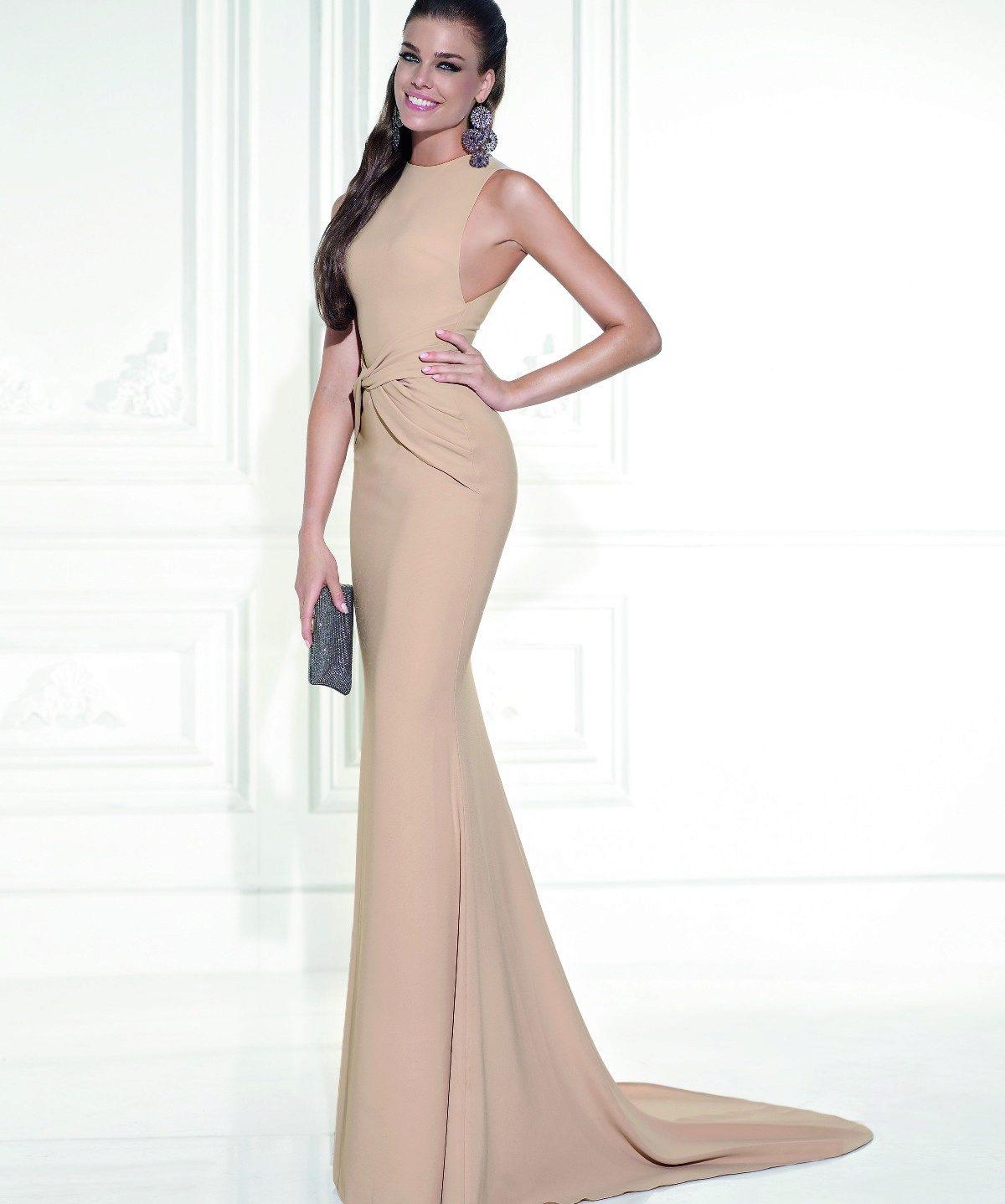 Золотисто бежевый цвет платья