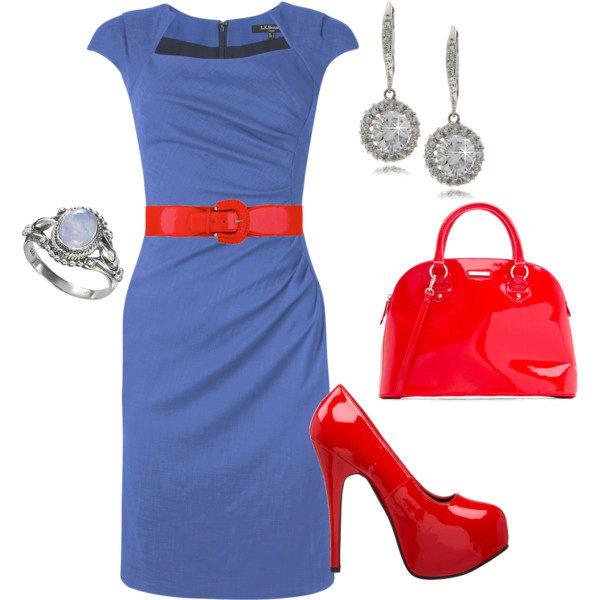 Сочетание красных туфель с синем платьем