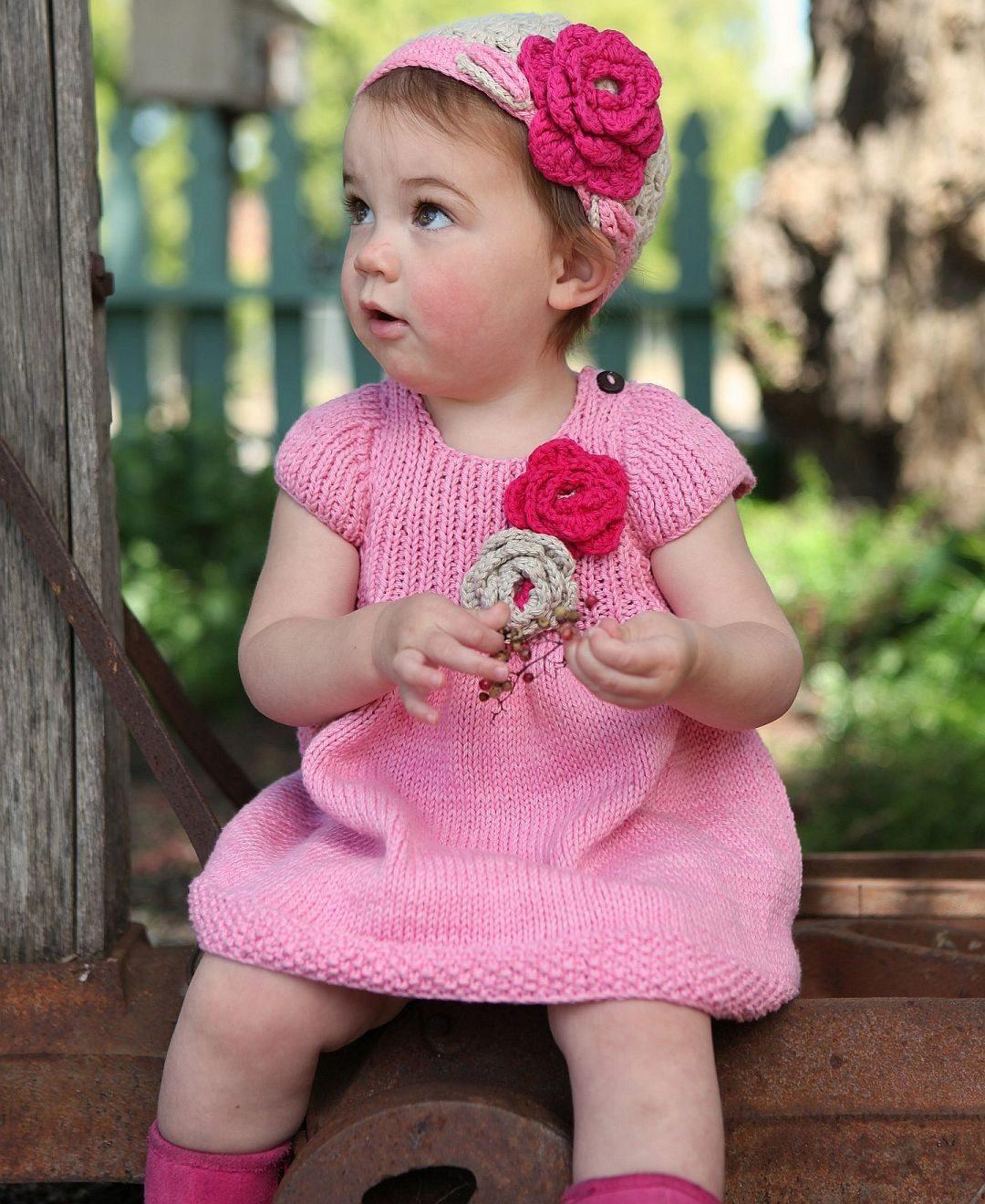 Схема и описание вязанного платья для девочек спицами