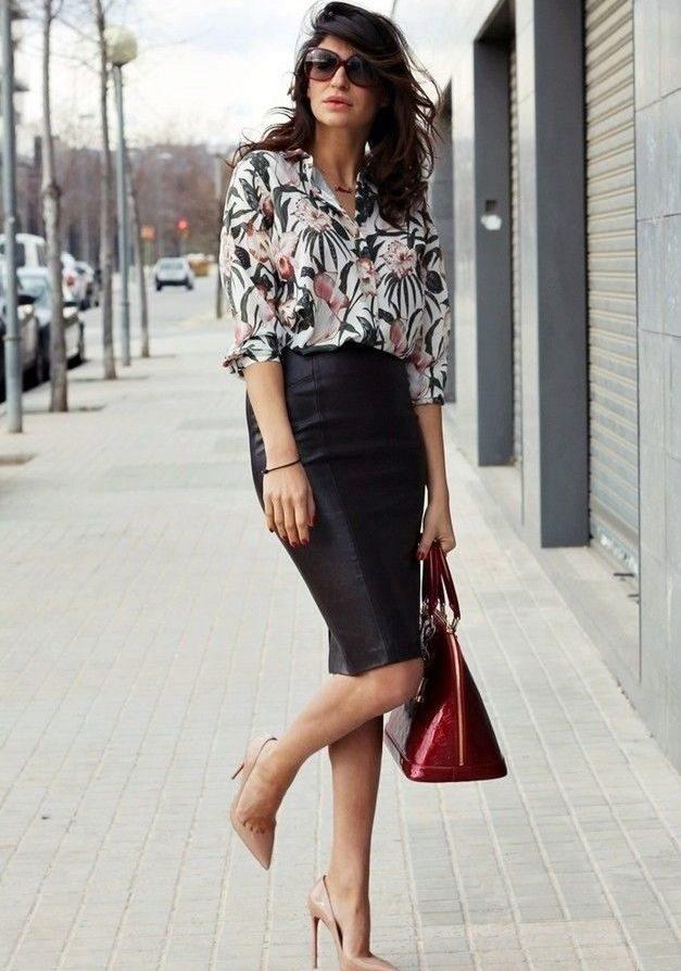 c010ef17118 Черная юбка карандаш в сочетание с шифоновой блузкой с мелким ярким принтом
