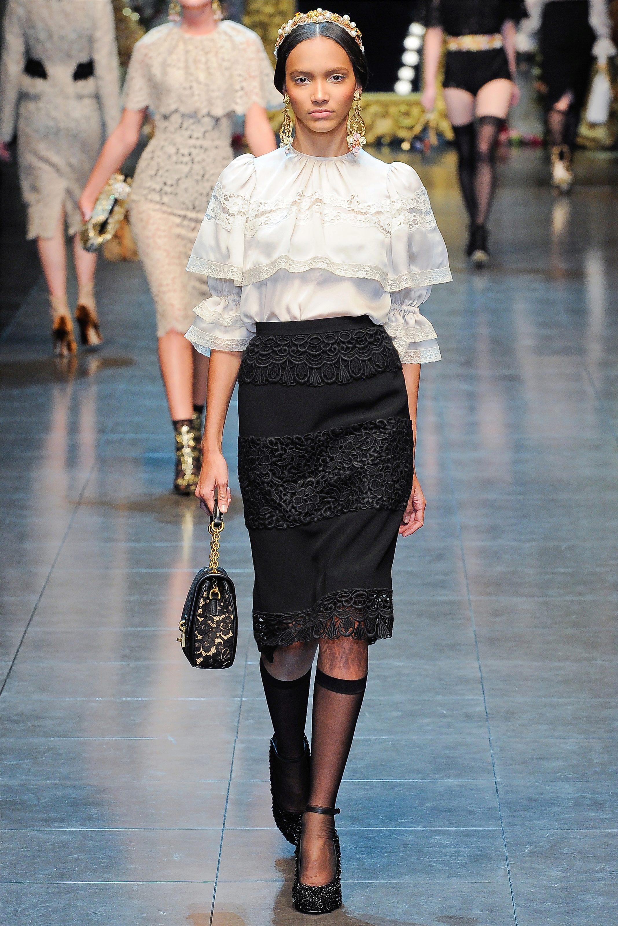 Кружевная блузка с юбкой карандаш