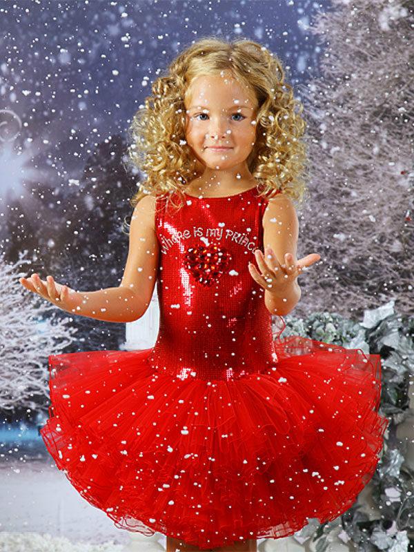 Нарядная девочка на новый год