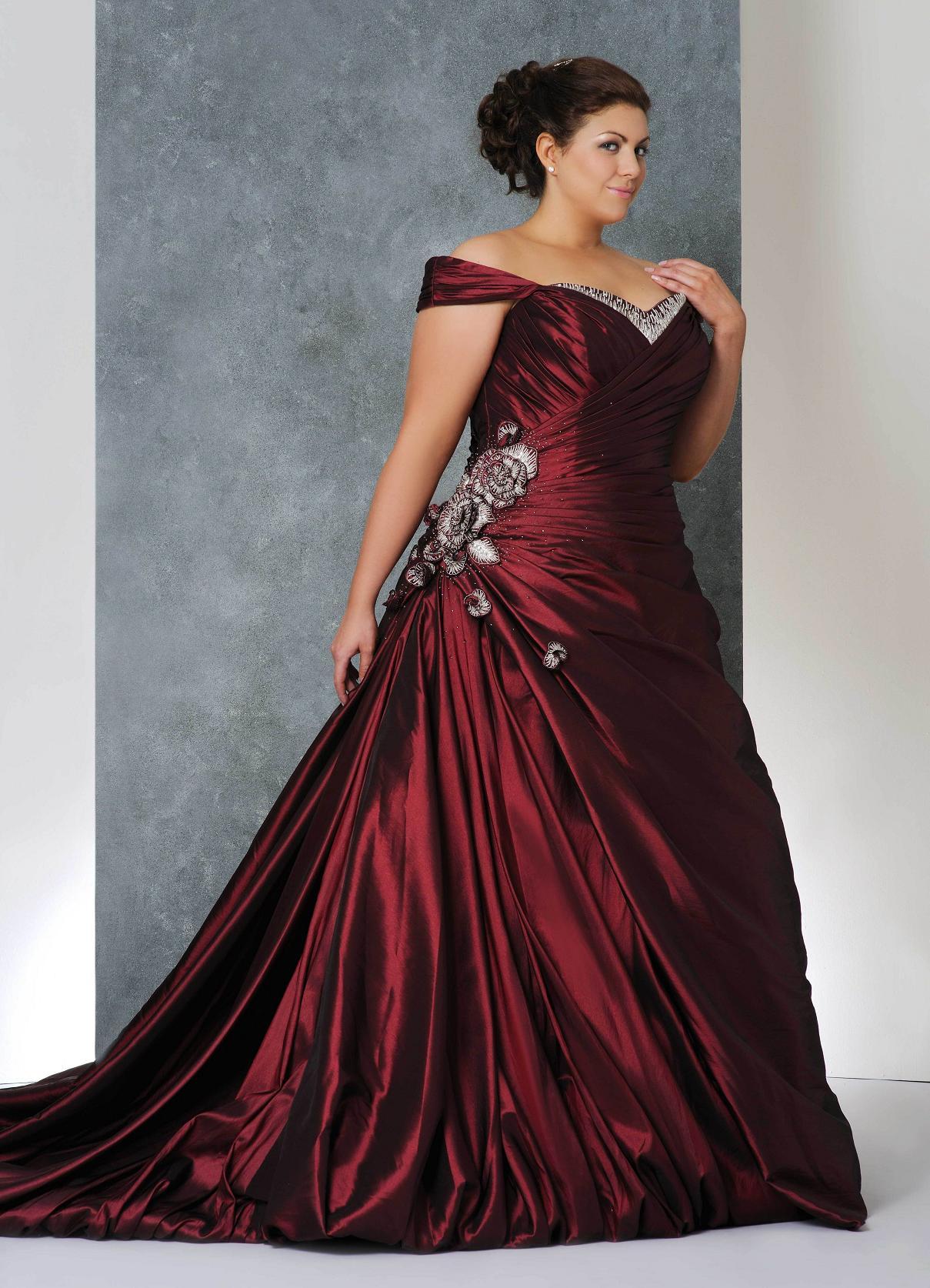Бордовые платья в полный
