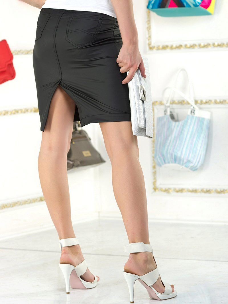 девушка в офисе в разрезе юбки видны чулки фото - 13