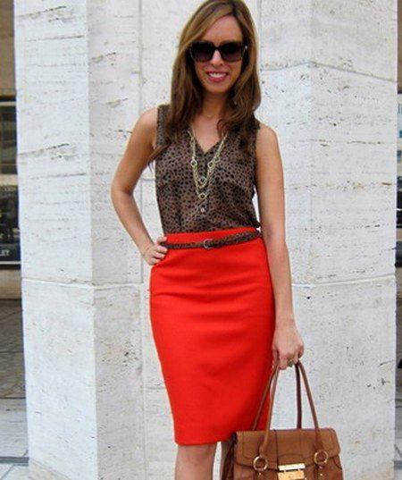 Красная юбка и белая блузка