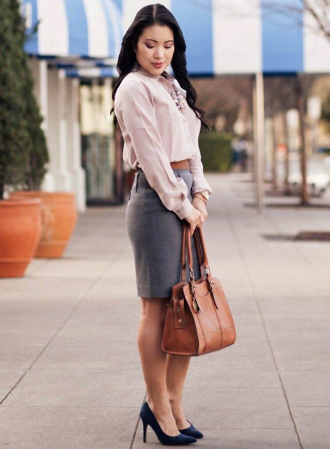 656656d449e Серая юбка карандаш в сочетание с белой рубашкой - деловой образ