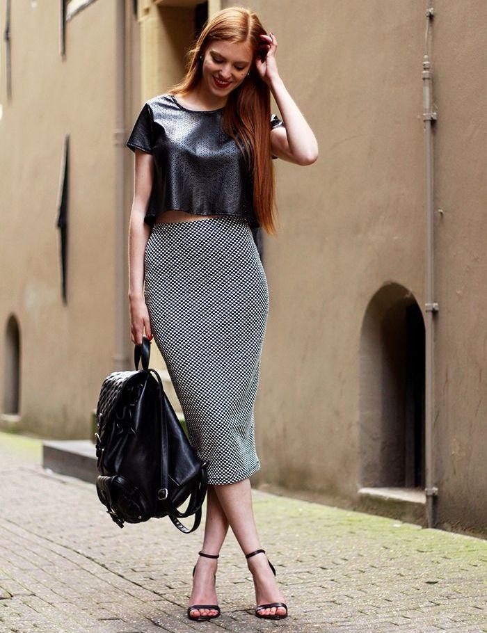 a340f96cbad Серая юбка карандаш в сочетание с босоножками на каблуке