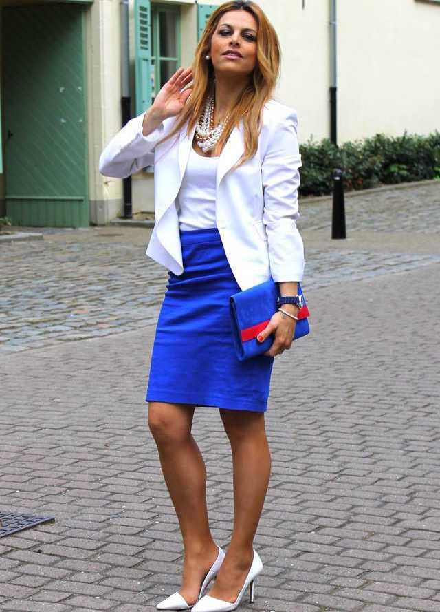 Жакет и юбка синего цвета