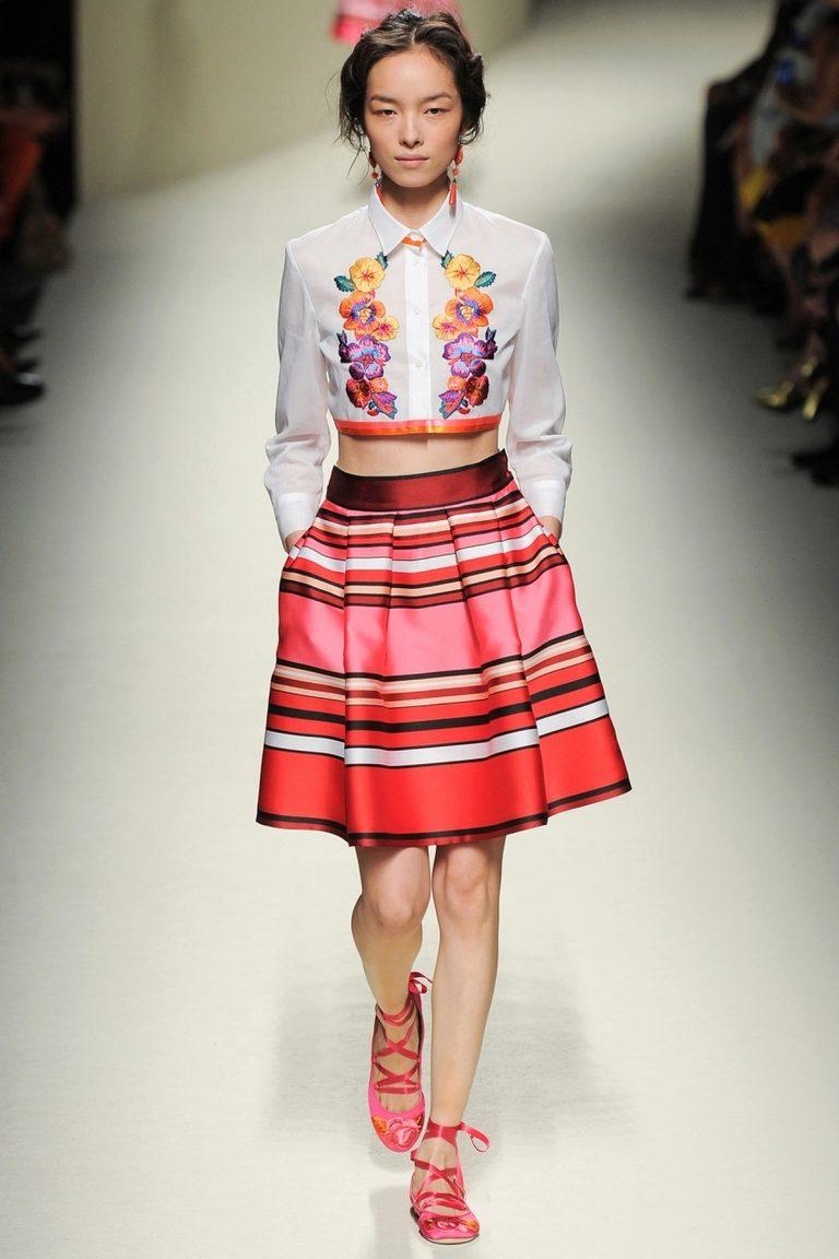 юбка средней длины с полосами разных видов