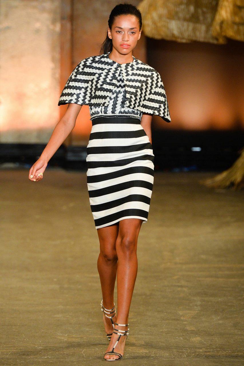 бело-черная юбка в поперечную полоску