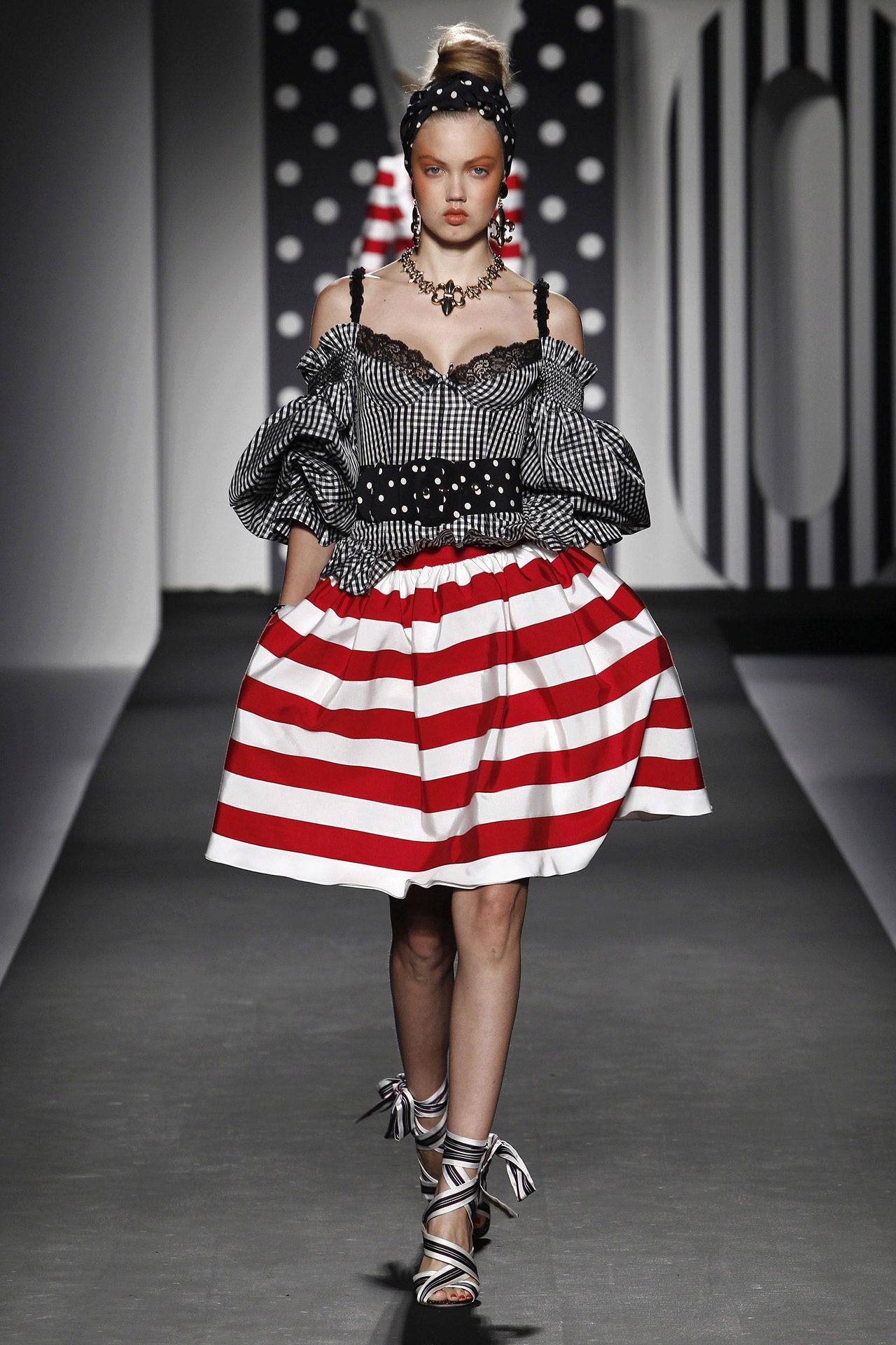 юбка в красно-белую полоску