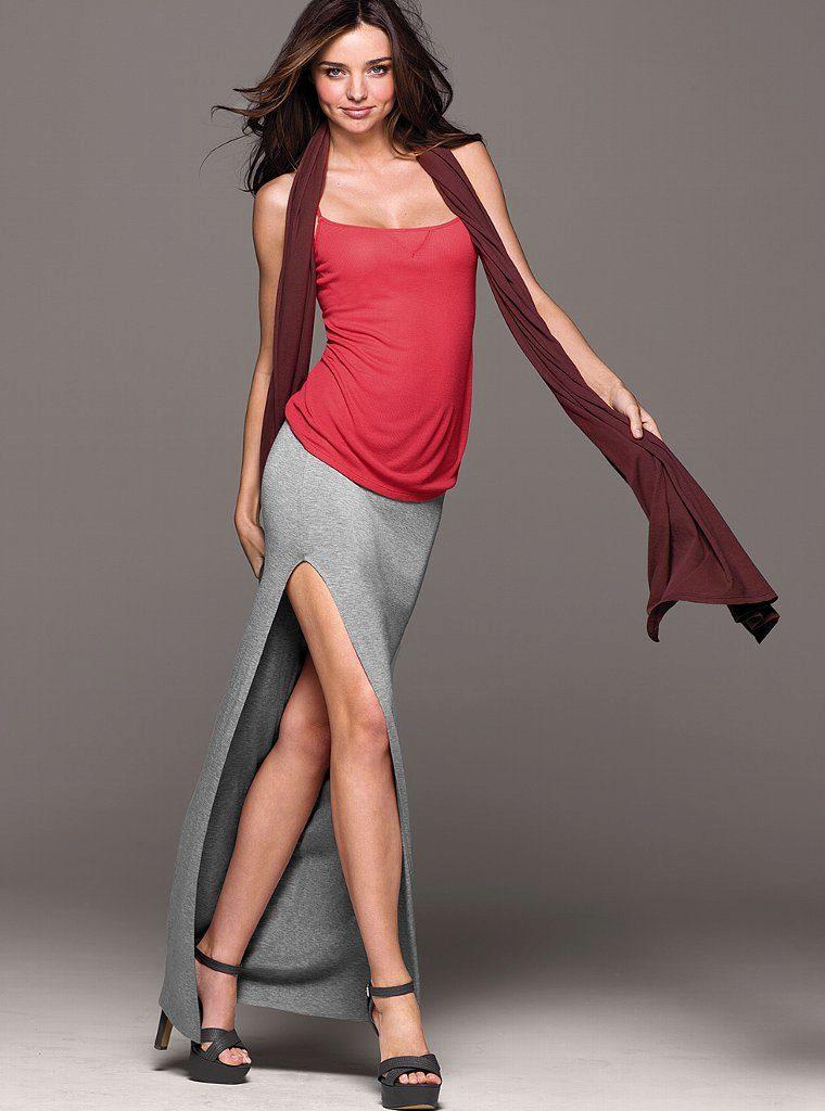 любительское фото девушек в юбках с большим разрезом