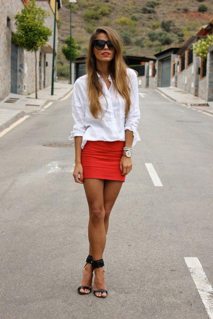 Красивые девушки в белых юбках