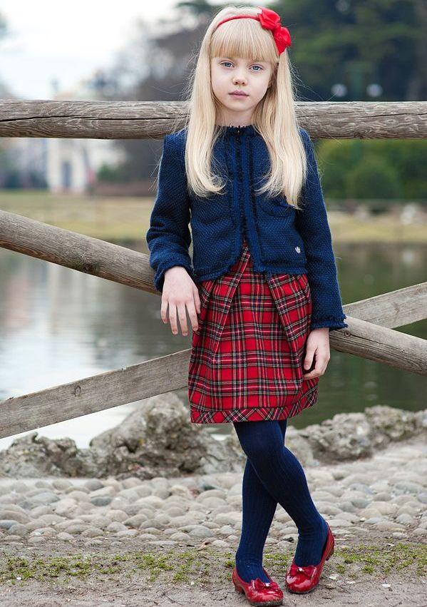 Задрал юбку девочке в школе