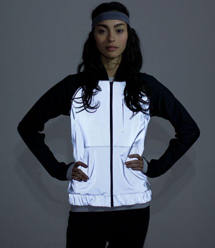 0ba3bbae Среди всех спортивных брендов особенно много продукции со светоотражающими  деталями предлагает Nike. В ассортименте этой марки есть ветровки для бега,  ...