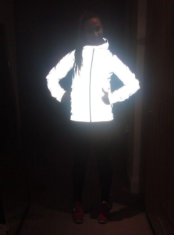 29108db5 Выбирая курточку, отделанную световозвращающими полосками, обращайте  внимание на качество светоотражающих элементов на куртке. Лучше, если они  будут иметь ...