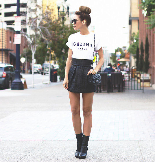Красивые девушки в черных сапогах черная юбка