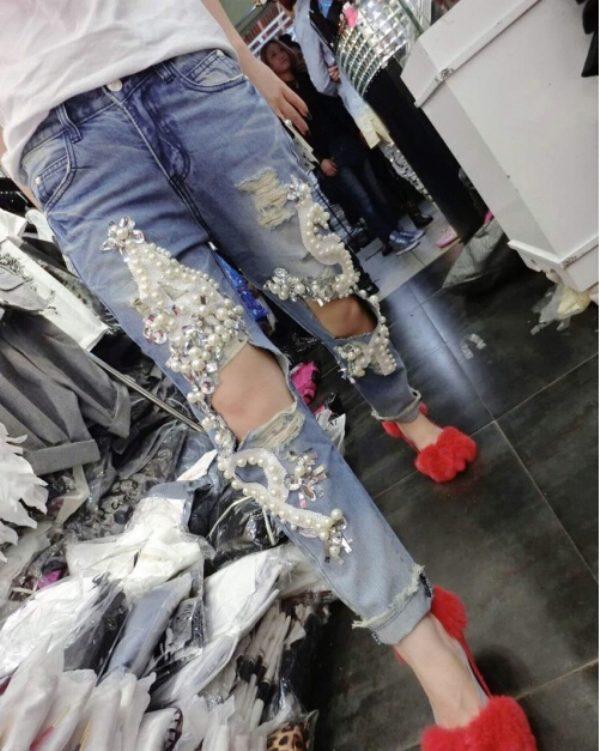 e284a54b769 Бусины разного размера могут в произвольном порядке украшать джинсы или  создавать необычные рисунки или орнаменты. Они могут комбинироваться и с  другими ...