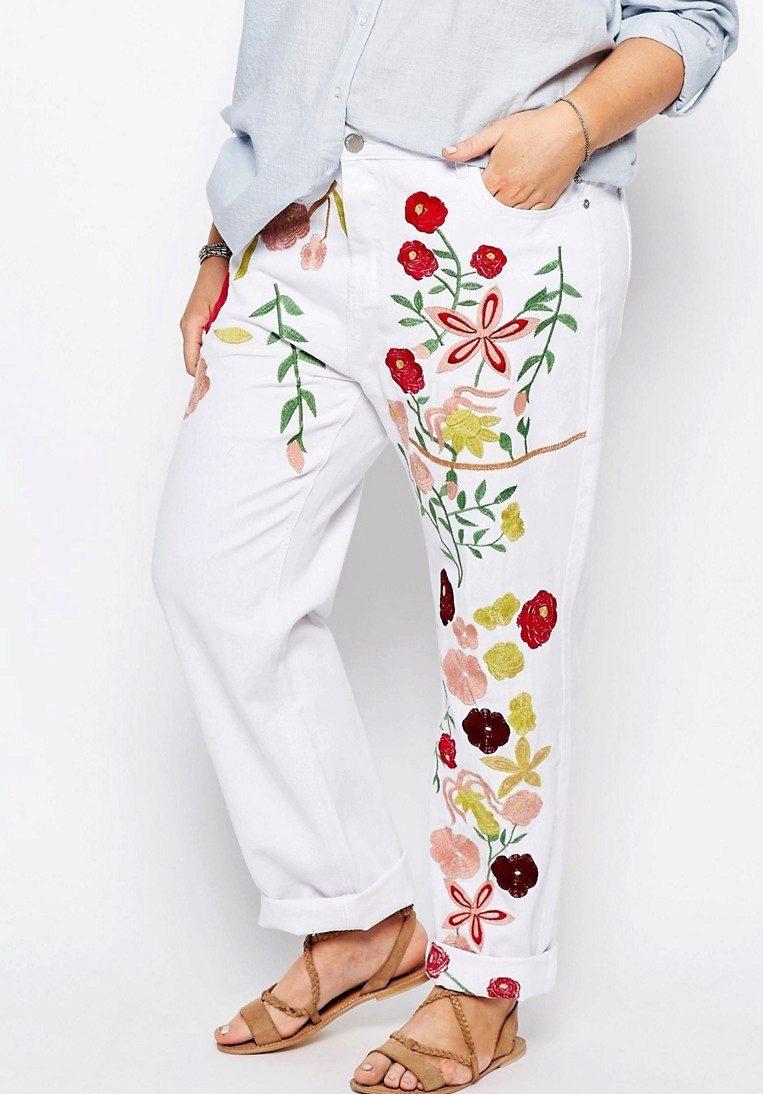 Белая вышивка на джинсах 315