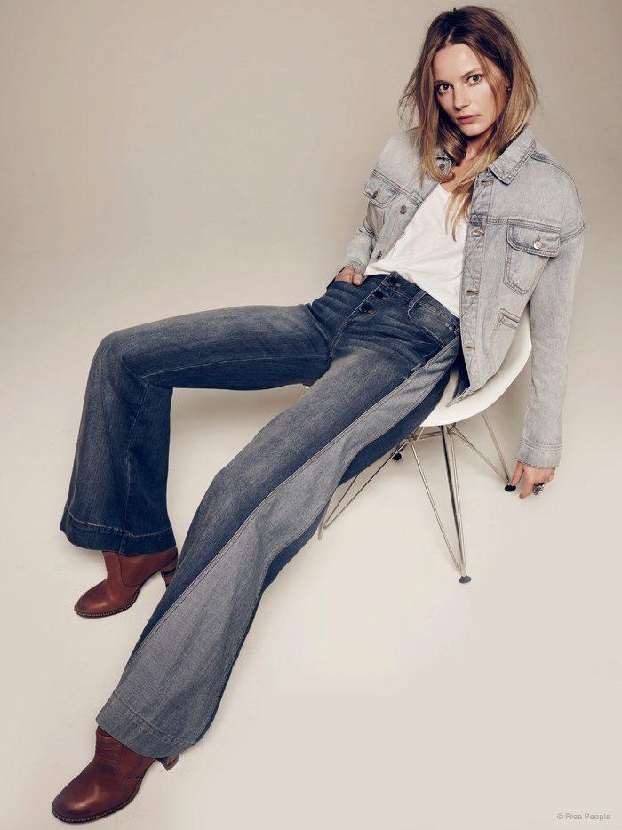 Девушка намокла между ног через джинсы