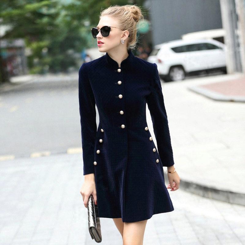7f60ecf2a33 Элегантное платье-пиджак рекомендуется носить с классическими туфлями