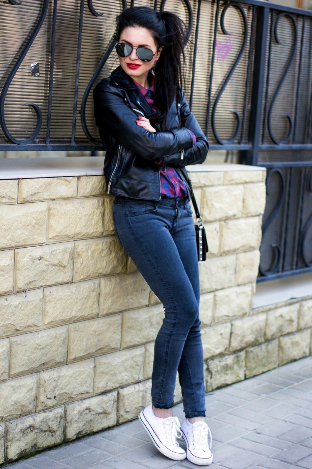 Фотосессия девушек брюнеток в джинсах 6 фотография