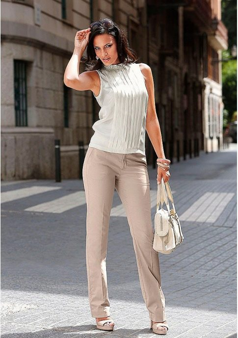 брюки с блузкой