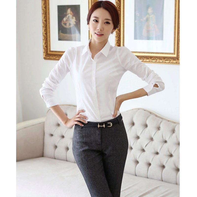 cecd95af058 Для офисного варианта к такой блузке можно надеть строгие модели юбок или  брюк. Всегда актуально классическое сочетание  белоснежная блузка и черные  прямые ...