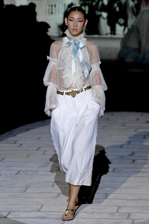 Блузки с воротничками