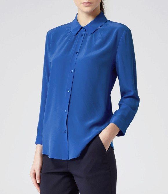6337689c686 Такая блузка выполнена чаще всего с длинным рукавом. Она может быть на  пуговицах или без них. Важное отличие классической блузки т других моделей  в ее ...