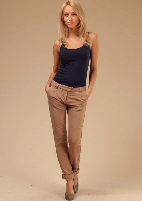 Укороченные брюки бежевого цвета