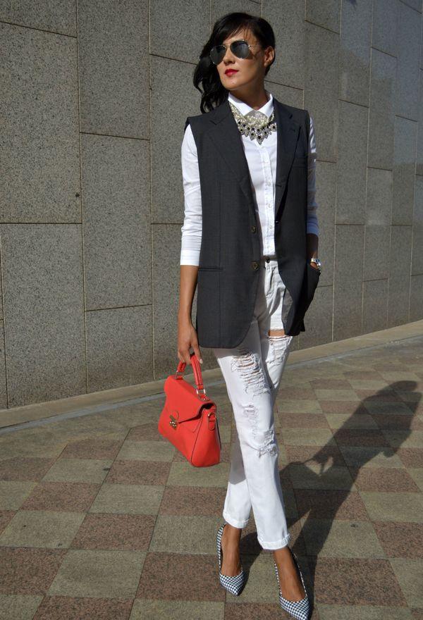 2353220cb47 Удлинённые жакеты можно сочетать с одеждой уличного стиля. К примеру