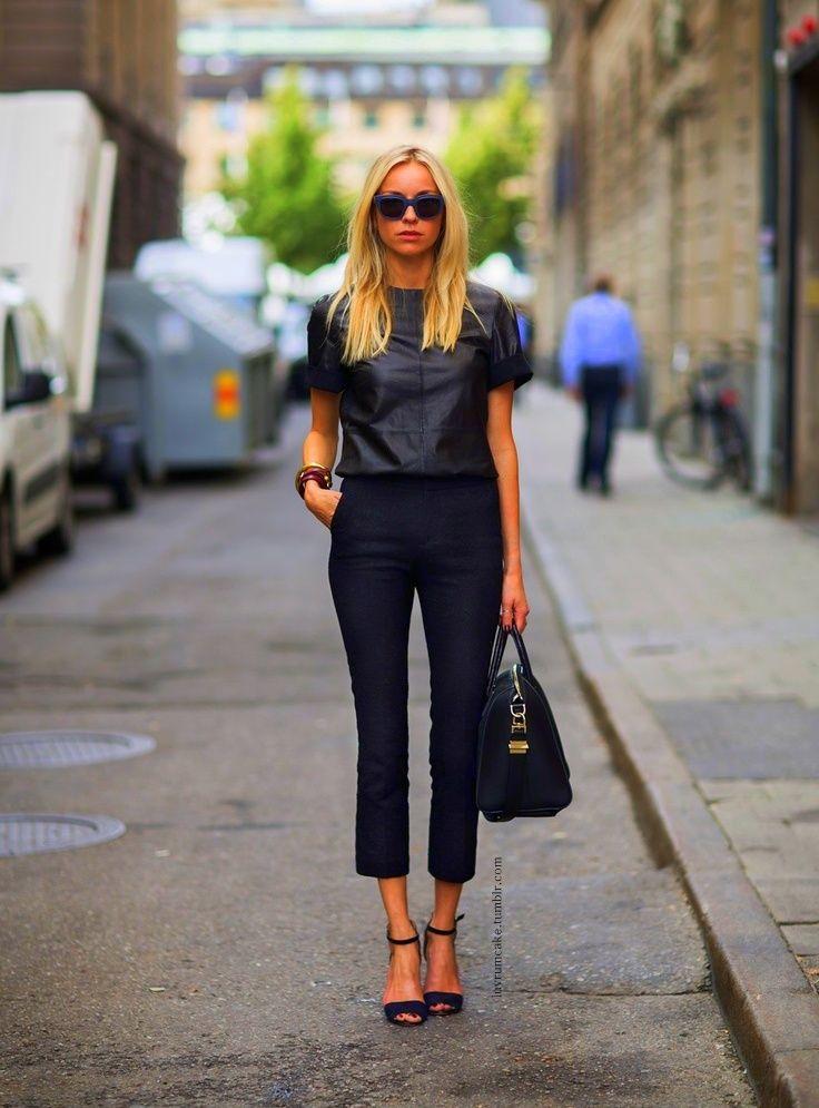Капри черные с чем носить
