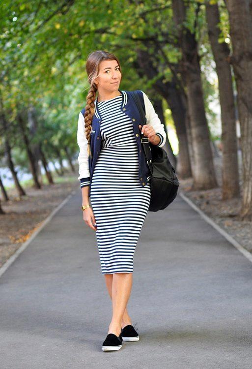 Платье миди с кроссовками