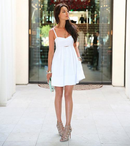 df39289cd Это вариант летнего платья без рукавов, которое можно дополнить любым  верхом, а можно и вовсе обойтись без прочей одежды, ведь сарафан –  самодостаточная ...