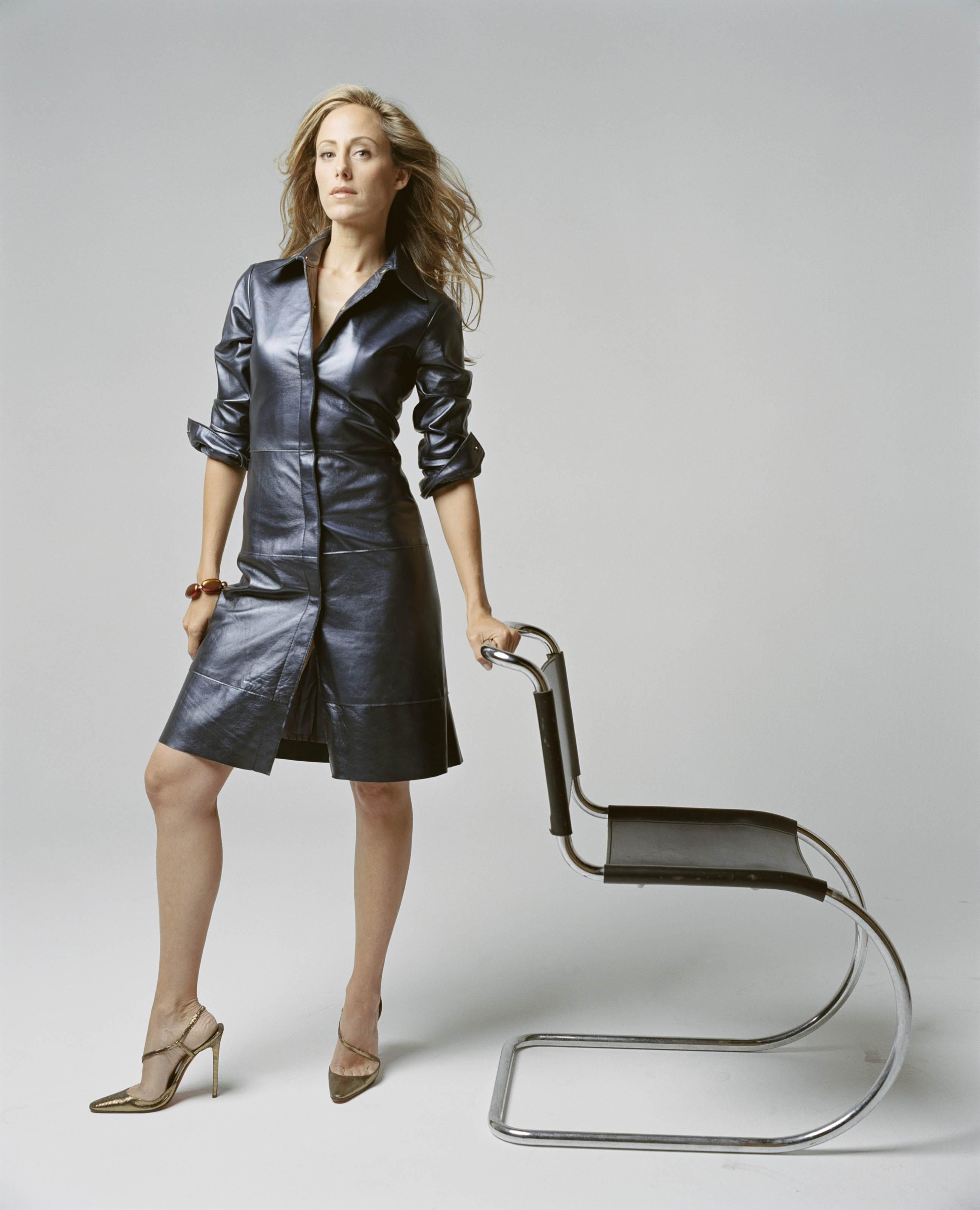 женщины в кожаных пальто фото дрочки омежнее