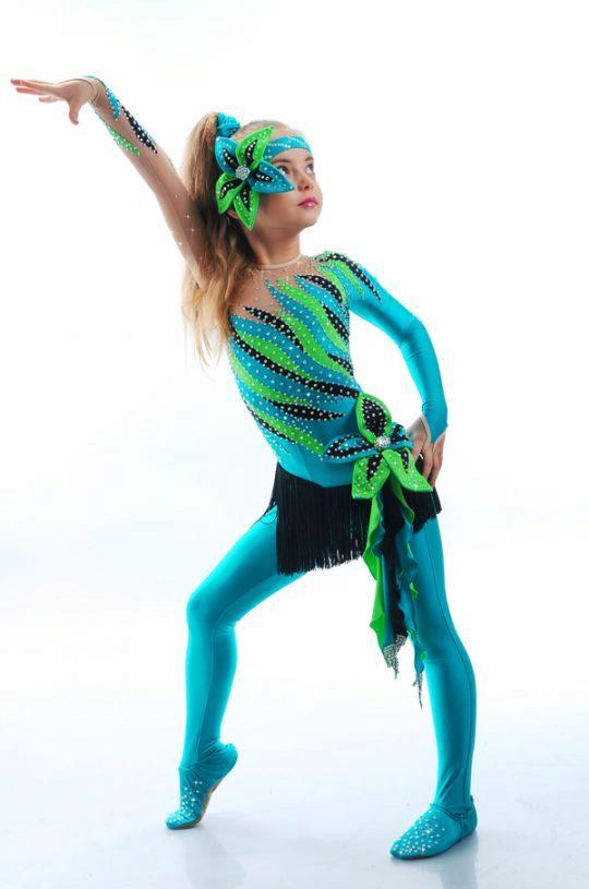 a6f7127811b Удачно подобранный наряд сделает танец более впечатляющим и наиболее полно  раскроет сценический образ.
