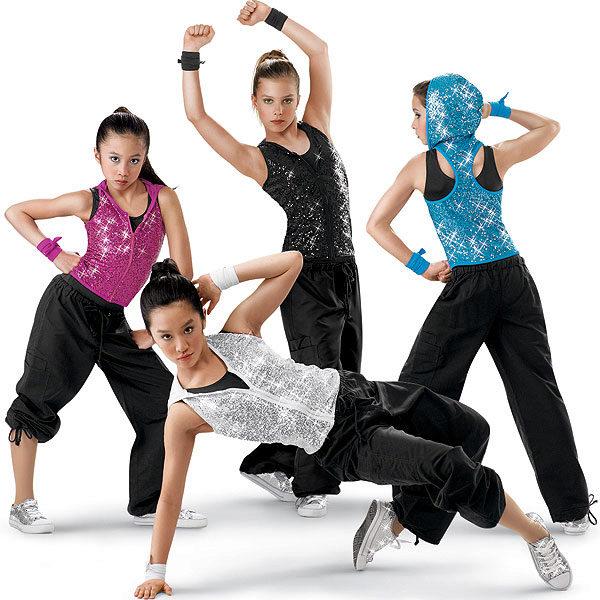 f626d077142 Опять-таки пригодится блестящая рубашка. Этот энергичный танец  подразумевает особо прочный и безопасный наряд (не нужно надевать шарфы и  цепочки).