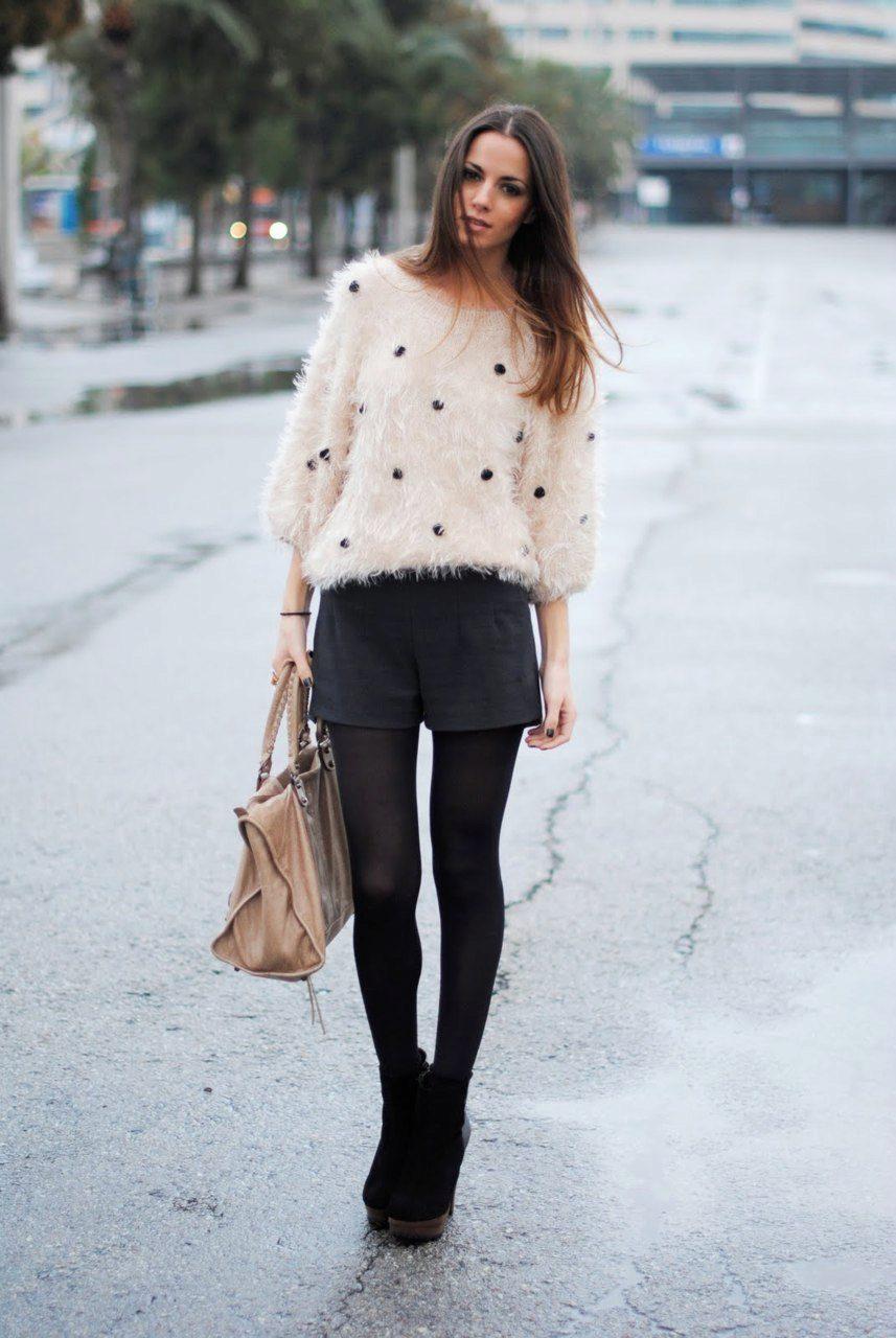 e88089411ac9a Они актуальны не только в жаркий сезон, но и в холодное время года.  Стильные теплые шорты как не что иное подчеркнут красоту ваших ног и  помогут создать ...