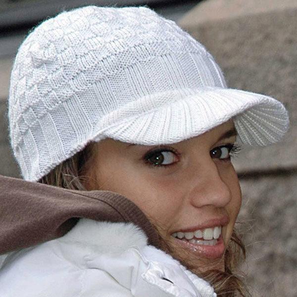 вязаные кепки 44 фото модели для женщин и девочек с козырьком