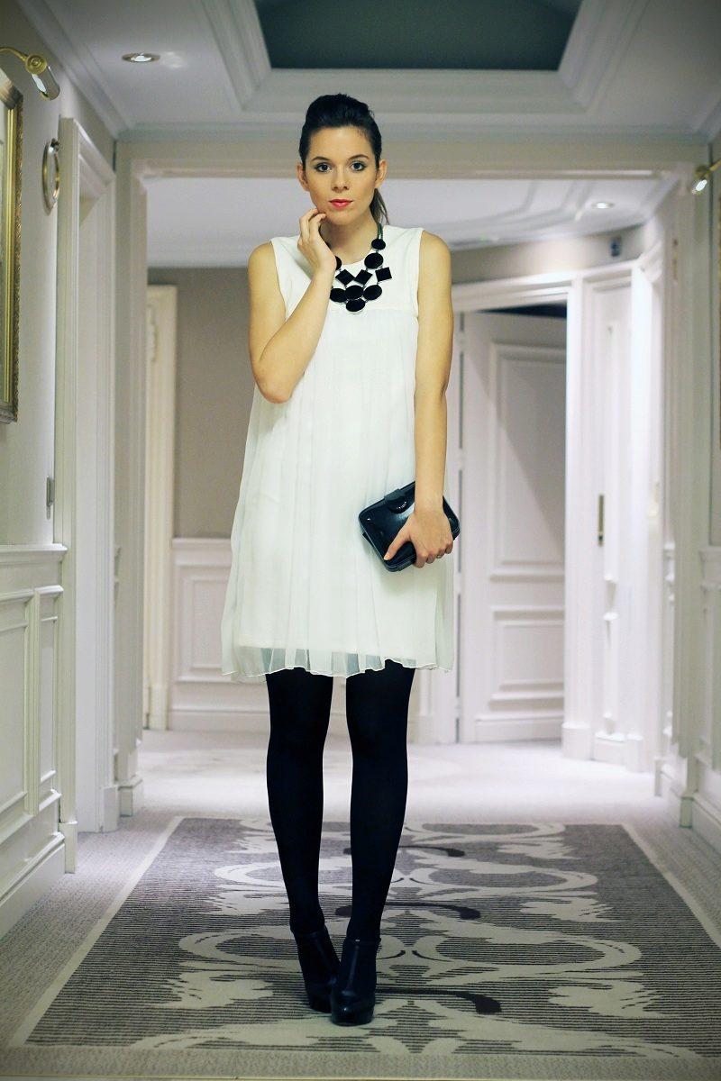 Фото белое платье и чёрные туфли