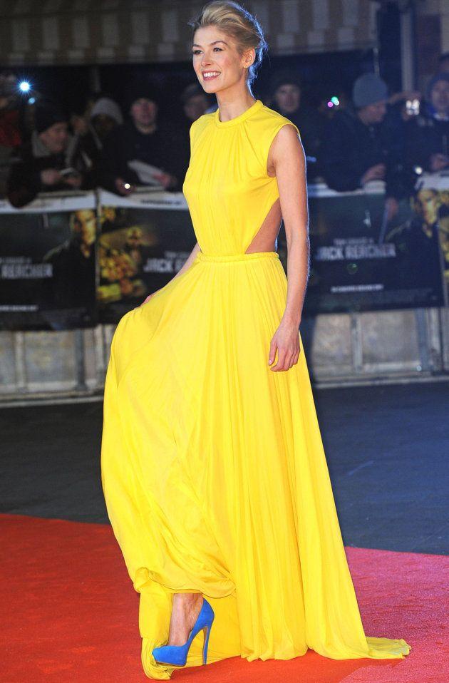 Сочетание желтого платья